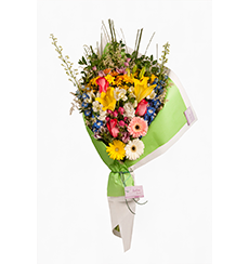 Ramo abierto de flores de estación